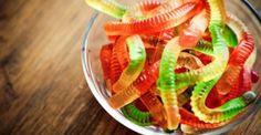 Σας προκαλούμε: Δείτε από τι φτιάχνονται τα γλυκά ζελεδάκια… αν αντέχετε! [vid]