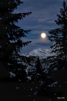 Moon Photos, Moon Pictures, Nature Pictures, Night Sky Wallpaper, Dark Wallpaper, Beautiful Nature Wallpaper, Beautiful Moon, Moon Photography, Creative Photography