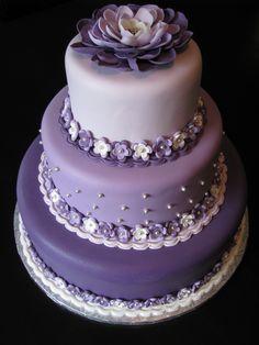 wedding cakes purple Scott and Heidis Round Wedding Cakes, Purple Wedding Cakes, Wedding Cakes With Cupcakes, Beautiful Wedding Cakes, Gorgeous Cakes, Pretty Cakes, Cute Cakes, Amazing Cakes, Lilac Wedding