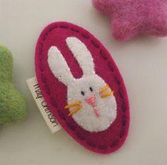 NO SLIP fieltro pelo clip  Rosie el conejoframbuesa por MayCrimson, $7.00