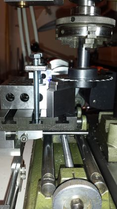 Using gage blocks to measure absolute height of slotting saw before adjusting to cutting height relative to this measurement.