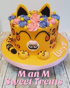 Cheetah Cupcakes, Cheetah Birthday Cakes, Jungle Birthday Cakes, Leopard Cake, Birthday Party Treats, Birthday Cake Girls, 7th Birthday, Matilda Cake, Tiger Cake