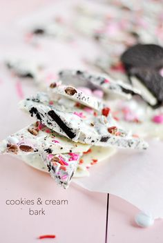 Easy and delicious Cookies & Cream Bark is a great goody to package up for friends! Valentine Treats, Be My Valentine, Just Desserts, Delicious Desserts, Holiday Desserts, Candy Bark, Yummy Cookies, Oreo Cookies, Sprinkle Cookies