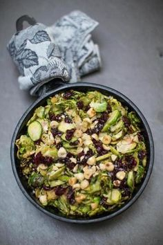 Recipe for Brussels sprouts with dried cranberries and hazelnuts