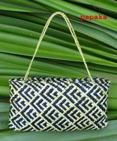Maori weaving - Kete Whakairo (patterned baskets) by Anne Eddy Flax Weaving, Weaving Art, Basket Weaving, Hand Weaving, Woven Baskets, Woven Bags, Tapestry Weaving, Fish Patterns, Weaving Patterns