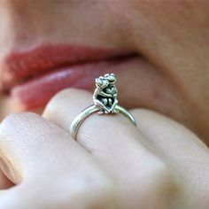 Love this frog ring
