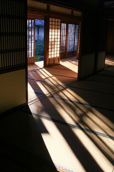 Luz e sombra em casa japonesa.