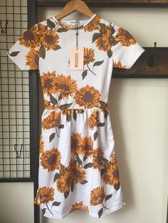 Womens Teens Missguided Sunflower Short Sleeve Skater Dress Size UK 4 White NEW Sunflower Shorts, Wedding Fabric, Missguided, Skater Dress, Types Of Sleeves, Sleeve Styles, Short Sleeve Dresses, Pullover, Floral
