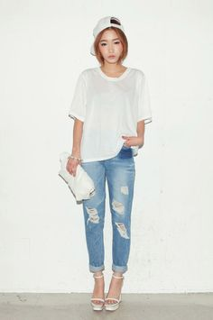 snapback white tee boyfriend jeans & a rolled up clutch