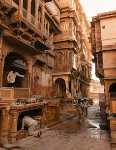 Somewhere in India. Rajasthan maybe India Architecture, Ancient Architecture, Beautiful Architecture, Architecture Design, Places To Travel, Places To Visit, India Street, Jaisalmer, Environment Concept Art