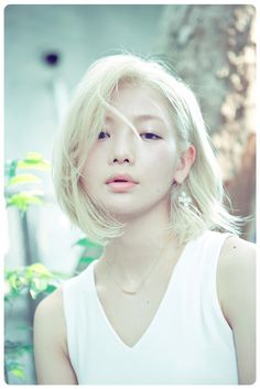 I've never seen an Asian woman with such light blonde hair, but it is absolutely gorgeous on her! It's almost magical, fairy-like!