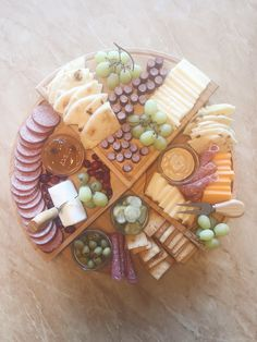 This cheeseboard is perfect for the holidays! Easy Appetizer Recipes, Appetizers For Party, Drink Recipes, Healthy Dips, Healthy Snacks For Kids, Fun Easy Recipes, Amazing Recipes, Eat This