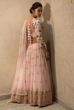 How to Select the Best Modern Saree for You? Lehenga Designs, Saree Blouse Designs, Indian Wedding Outfits, Indian Outfits, Indian Designer Outfits, Designer Dresses, Indian Lehenga, Lehenga Choli, Pink Lehenga