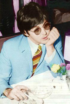 Paul looking so colorful & grooovvyyy in his robin's egg blue jacket & striped tie!