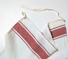 Consider this your sous chef. Thanks to its clever tie, it can do double duty as an apron and it softens over time—just like whatever you've got simmering.