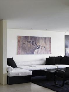 Donna Karan's Manhattan apartment. The black and white color palette provides a modern and sleek backdrop for the more personally captured moments selected and learning in clustered frames. Built In Sofa, Built In Furniture, Custom Furniture, Luxury Furniture, Donna Karan Bedding, Interior Architecture, Interior And Exterior, Manhattan Apartment, Interior Decorating