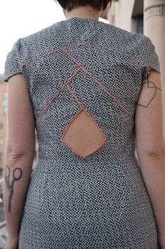 robe Imagine de Louis Antoinette Paris avec découpes et passepoils au dos, par marcredi