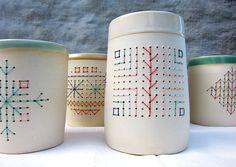 Une projet réalisé avec Dominique Savoie pour le SNG 9. L'idée était de combiner céramique et broderie avec coquetterie. On a donc produit u...