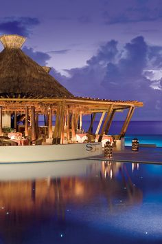 Would you like to have dinner while you enjoy a view like this one?    ¿Le gustaría cenar mientras disfruta de una vista como esta? Seaside Restaurant en Dreams Riviera Cancun Resort & Spa
