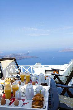 Herkese Günaydın!  Keyifli bir pazar günü geçirmeniz dileğiyle...  #günaydın #istanbul #turkey #türkiye #world #kahvaltımasası #pazar #1haziran #santorini #greece #breakfast #goodmorning #landscape  Rüzgar Tasarım Prodüksiyon l Sosyal Medya Ekibi