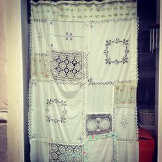 #diy courtain made by vintage napkins, doilies and vintage sheets.