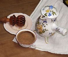 French chocolat frothed by molenillo