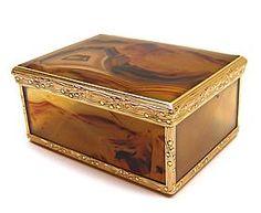 Louis XV gold and agate snuff box, Paris, 1744 - S J Phillips Ltd Dealers in fine antiq...