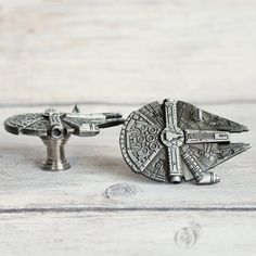 SET of 2 Star Wars Drawer Knobs Millennium Falcon in Metal - Cabinet Knobs for Star Wars Decor - Star Wars dresser Knobs and Pulls Dresser Knobs And Pulls, Drawer Knobs, Cabinet Knobs, Cabinet Hardware, Shabby Chic Drawer Pulls, Shabby Chic Drawers, Kitchen Door Knobs, Boy Dresser, Star Wars Decor