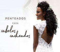 Penteado para noivas de cabelos cacheados - meio preso com flores naturais (gipsofilas) - ( Beleza: Marcelo Sath | Foto: Larissa Felsen )
