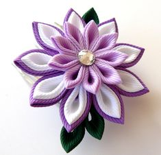 A flower is made in the technique of tsumami kanzashi.    Flower is made from grosgrain ribbons.    Flowers d is ~ 2 1/2 inches ( 7-8 cm)    At your