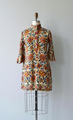 Vintage 1970s deadstock (never worn) Indian block print tunic mini dress, hand woven cotton, with mandarin collar, long button placket and 3/4 sleeves. --- M E A S U R E M E N T S --- fits like: small/medium shoulder: 15 bust: 34-38 waist: free hip: free length: 33 brand/maker: condition: excellent to ensure a good fit, please read the sizing guide: http://www.etsy.com/shop/DearGolden/policy ✩ layaway is available for this item ✩ more vintage dresse...