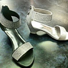 Moms are going to be jealous!! Add sparkle to any outfit with these stunning girls sandals by Stewart Weitzman. From size 13.5 US to 5 US.