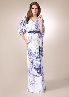 ZEILA GALA 9315  Vestido de fiesta largo en chiffón plisado, estampado y detalles de pedrería, con especial escote en espalda