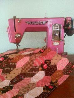 Vintage Sewing Machine... Love!! | want | Pinterest | Vintage ... : baileys quilting machine - Adamdwight.com