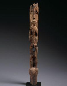 Figure de gardien Hampatong, Modang - Bahau Dayak, l'est de Bornéo, 1036-1164. Bois. H. : 118 cm © Thomas Murray • Asiatica - Ethnographica, photo : Don Tuttle