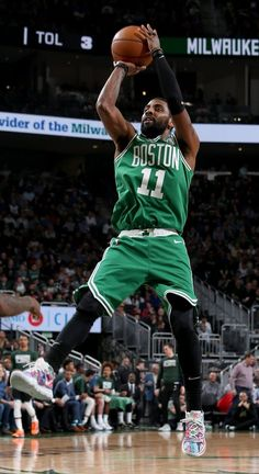 Every Sneaker Worn By Kyrie Irving This Season Kyrie Basketball, Celtics Basketball, Basketball Players, Mba Basketball, Basketball Association, Kyrie Irving Celtics, Irving Nba, Irving Wallpapers, Sports Wallpapers