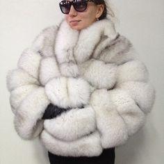 Bolero jacket coat fur arctic fox Voile Fox Fur Jacket, Fox Fur Coat, Bolero Jacket, Fur Coats, Fur Fashion, Winter Fashion, Fabulous Furs, Clothing Hacks, White Fur