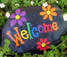 Painted rocks Welcome and flowers - DIY and crafts - paintter Easy Flower Painting, Flower Painting Canvas, Rock Painting Ideas Easy, Pebble Painting, Pebble Art, Stone Painting, Painting Art, Painted Garden Rocks, Painted Rocks Craft
