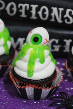 Fun and Spooky Halloween Cupcakes to complete your Halloween Party! Slime Eyeball Cupcakes are easy to make and make great table pieces for any party! via @2creatememories