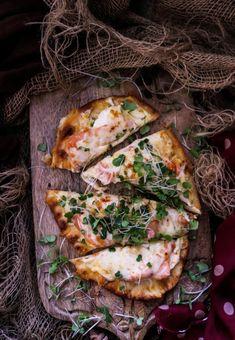 Smoked Salmon Naan Pizza - Havoc In The Kitchen Smoked Salmon Pizza, Pesto Salmon, Naan Flatbread, Naan Pizza, Pizza Party, Pizza Recipes, Cheddar Cheese, Vegetable Pizza, Mozzarella