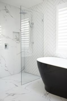 Luxury Bathroom Master Baths Beautiful is certainly important for your home. Whether you pick the Luxury Bathroom Master Baths Benjamin Moore or Small Bathroom Decorating Ideas, you will make the best Dream Master Bathroom Luxury for your own life. Modern Bathtub, Modern Bathroom Design, Bathroom Interior Design, Bathroom Designs, Black Bathtub, Black Tub, Shower Designs, Modern Vanity, Interior Ideas