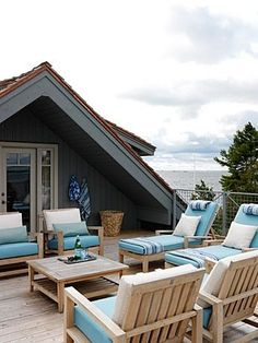 A rooftop patio at the lake - yes | http://bestoutdoorlivingrooms.blogspot.com