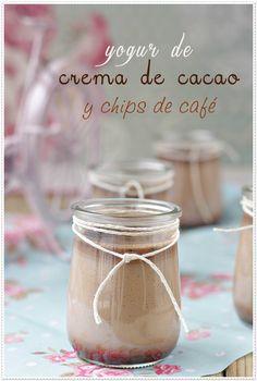 Yogur de crema de cacao y chips de cafe