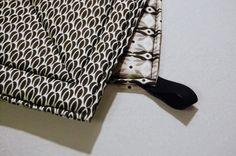 Hemtextil såsom grytlappar och kökshanddukar är ett enkelt sätt att variera stilen på ditt kök. De är också lätta och snabba att sy, äv...