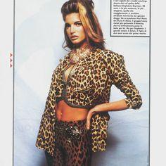 Stephanie Seymour backstage @ Gianni Versace show, 1992 #stephanieseymour #runwayshow #gianniversace #1992 #fashionphotography #supermodel #versace #backstage #leopard #cheetah #jaguar #feline #atelierversace #brunette #donatellaversace #catwalk #strikeapose #panther #runway #print #vogue #instafashion #instabeauty #mostbeautifulwoman #topmodel #vintage #beauty #vintagefashion #highfashion