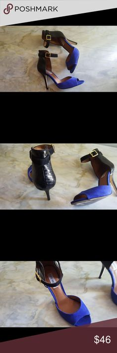 Steve Madden Stepout Heels Steve Madden Stepout Heels Stepout in style with this pretty pump by Steve Madden. A bright blue suede covers the vamp while snake stamped leather overlays the back and 4 Inch heels. The stepout features an adjustable ankle strap for the perfect fit Condtion: Pre loved, No flaws Retail: $120.00 Size: 7M BUNDLE & SAVE 25% (Not valid during sales) Questions down below CONSIDERING REASONABLE OFFERS Get it in time for that special event Same day-next day shipping Steve…