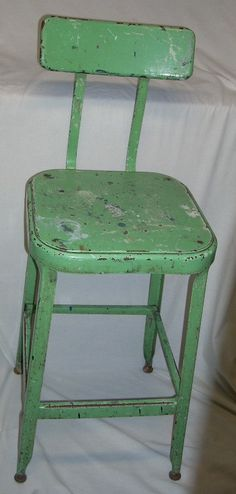 Office Chairs Without Wheels Old Chairs, Metal Chairs, Green Distressed Furniture, Shabby Chic Stool, Vintage Stool, Office Chair Without Wheels, Happy Kitchen, Kitchen Stools, Cottage Living