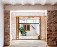 Gallery of Gallery-House / Carles Enrich - 13