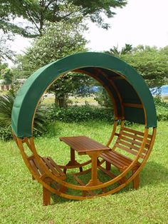Exceptional Round Garden Seat With Canopy   A Cosy Spot For A Picnic.