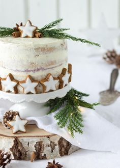 Outstanding Christmas cake recipes are offered on our web pages. Check it out and you wont be sorry you did. Christmas Cake Decorations, Christmas Sweets, Christmas Cooking, Noel Christmas, Holiday Baking, Christmas Desserts, Christmas Recipes, Natural Christmas, Christmas Cupcakes